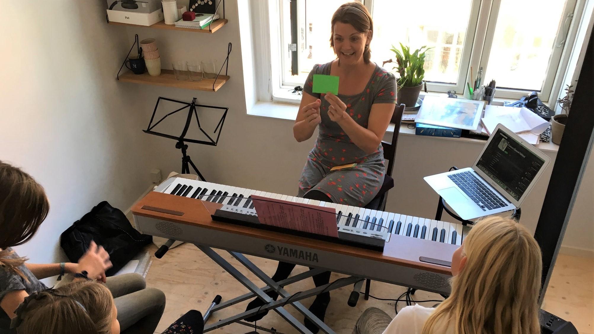 Susanne Ørum er en god stemmetræner for alle aldre. Også de helt unge.