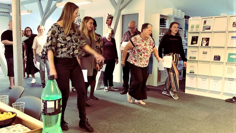 Susanne Ørum tilbyder som stemmetræner teambuilding med sang i mange varianter